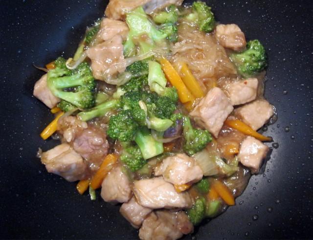 chop suey in wok